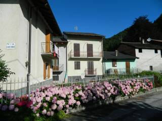 Foto - Casa indipendente via Duccio Galimberti 4, Pradleves
