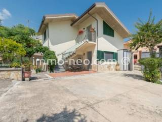 Foto - Casa indipendente contrada Contrada Colasante 95, Colasante, Montebello di Bertona