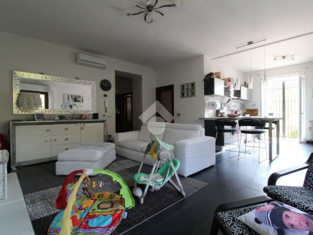 foto SOGGIORNO Villa 215 mq, Roverbella