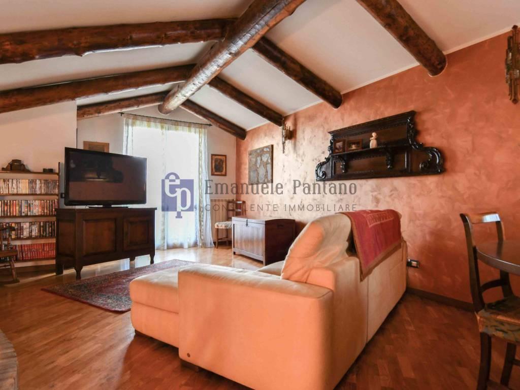 foto soggiorno Villa via dei Salici 16, Calcinate