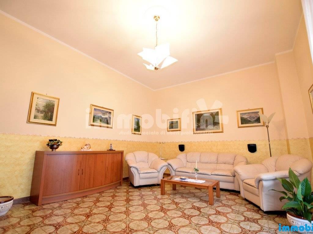 foto soggiorno Appartamento buono stato, primo piano, Oria