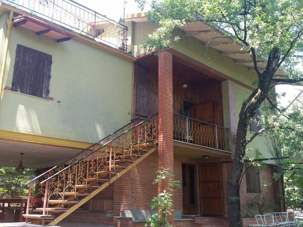 Ufficio Casa Arezzo : Vendita casa indipendente in località ruscello arezzo. buono stato