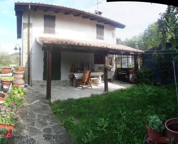 foto  Villa frazione Lagagnolo 14, Zavattarello