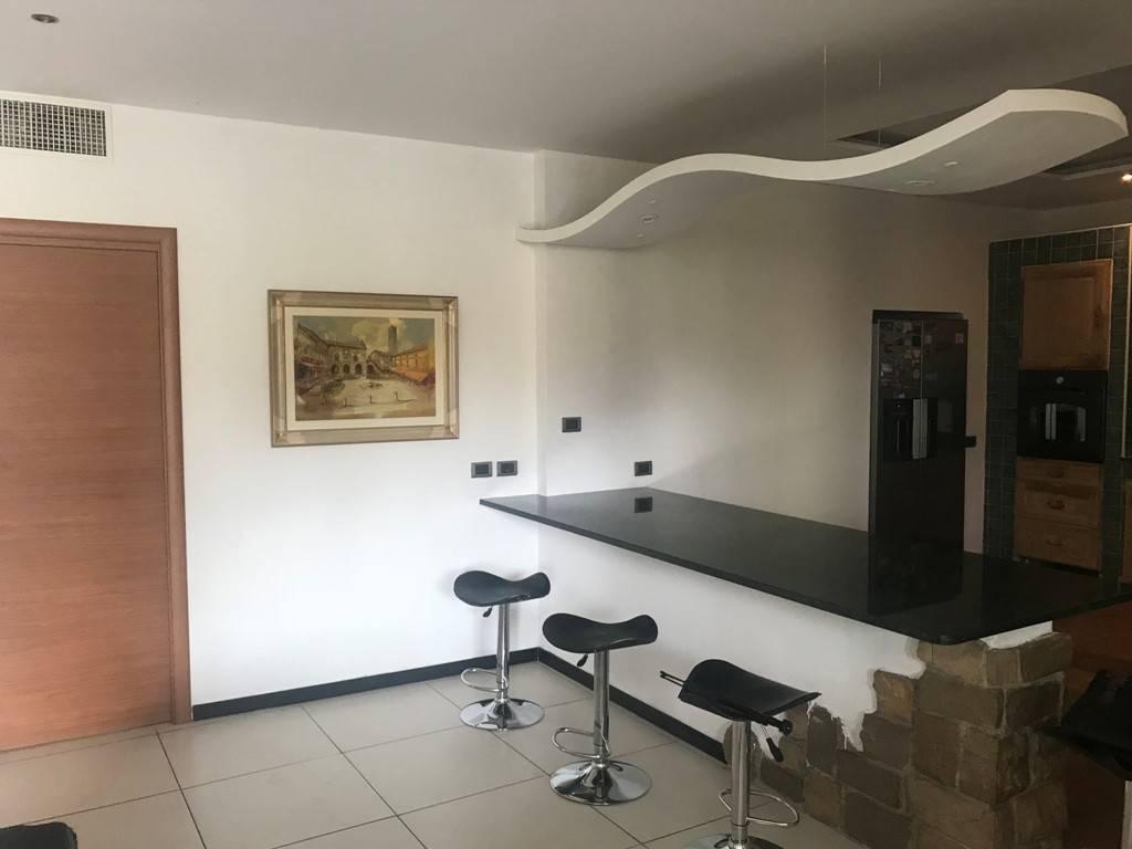 foto soggiorno 4-room flat via Andrea Fantoni, Alzano Lombardo