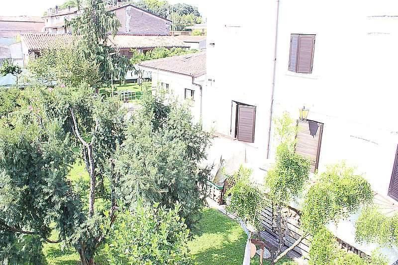 foto  Villa via Massimiliano Custoza, Roverbella
