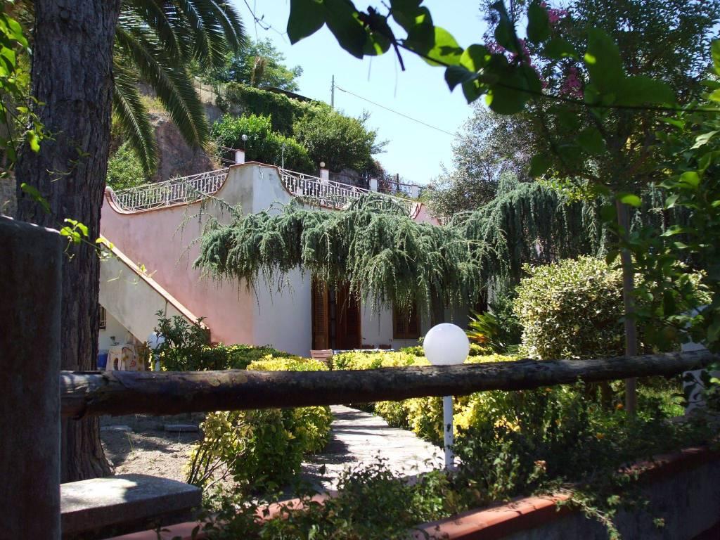 foto  Villa bifamiliare via Santa Barbara 32, Casamicciola Terme