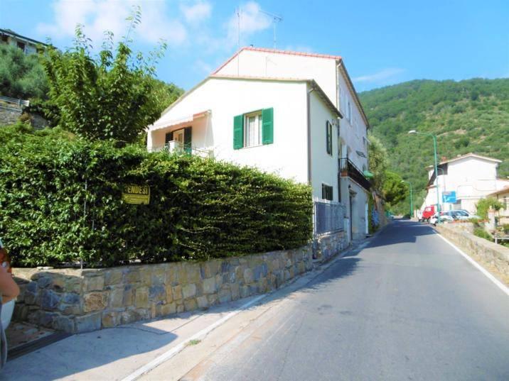 foto  Villetta a schiera via Principe Amedeo, Castellaro