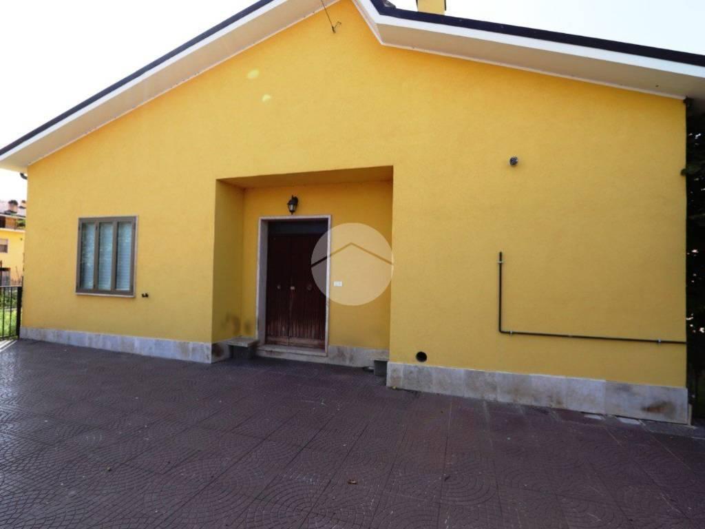 foto facciata Villa unifamiliare via vasche del vento, 56, L'Aquila