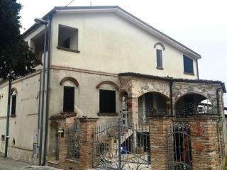 Foto - Casa indipendente viale Rinascita, Ripattoni, Bellante