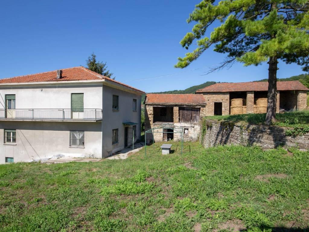 foto  Farmhouse frazione Gorrino, Pezzolo Valle Uzzone