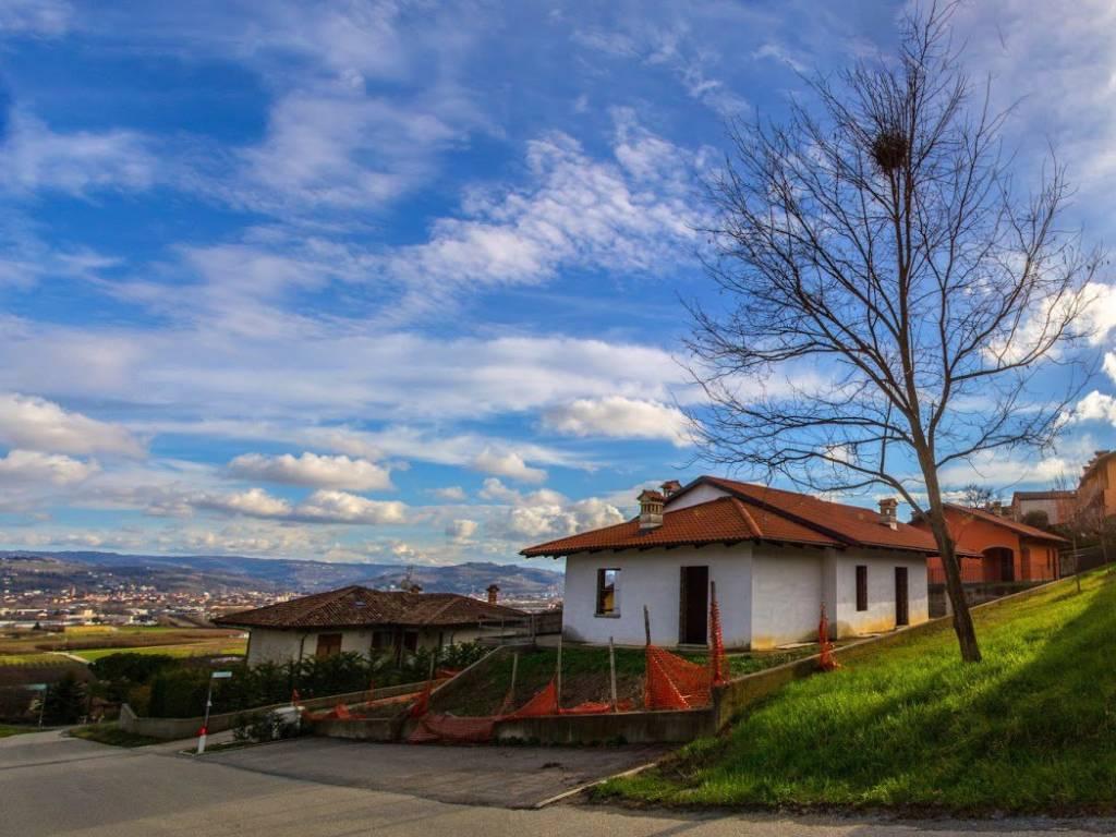 Vendita villa in piazza pietro naso guarene nuova posto - Agenzia immobiliare castelrotto ...