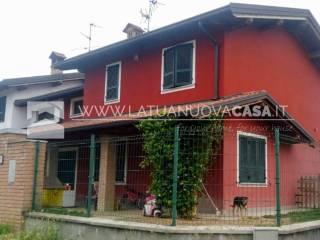 Foto - Villetta a schiera via Malpensata di Sopra, Mezzanino