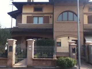 Foto - Appartamento via Giacomo Puccini 22, Castelnovo di Sotto