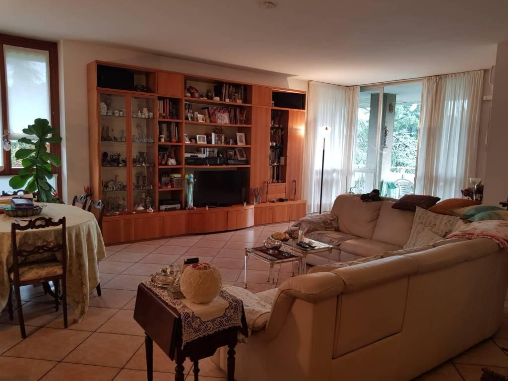 foto soggiorno Appartamento via Fratelli Cervi, Segrate
