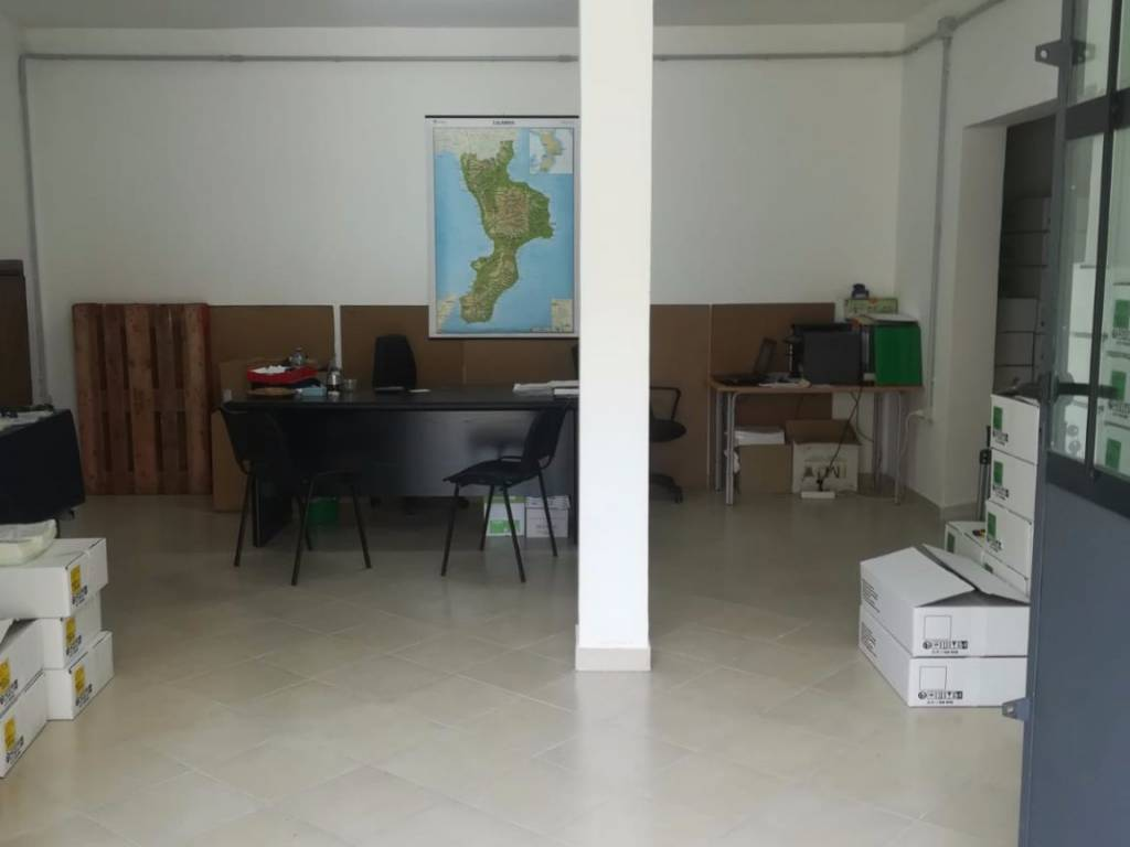 foto  Magazzino in Affitto a Montalto Uffugo