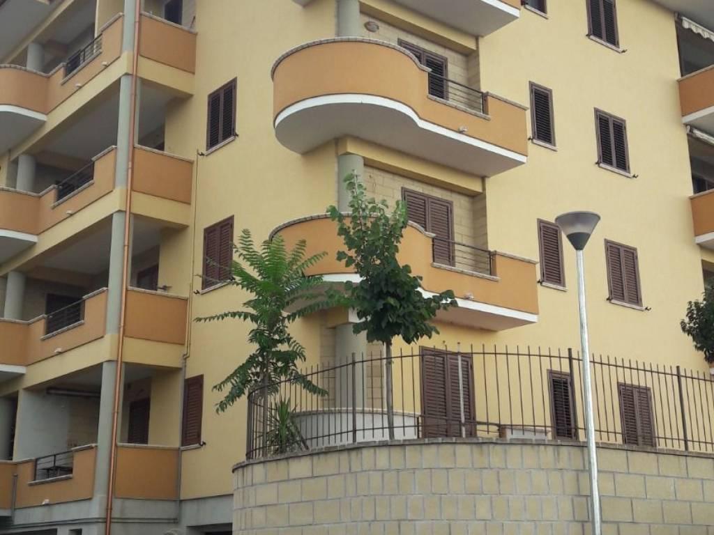 foto prospetto Bilocale Contrada Petraro, Rose