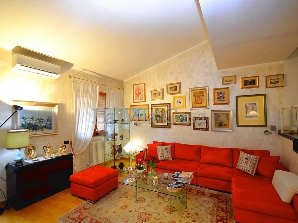 Vendita Appartamento Lerici. Trilocale in via Militare. Ottimo stato ...
