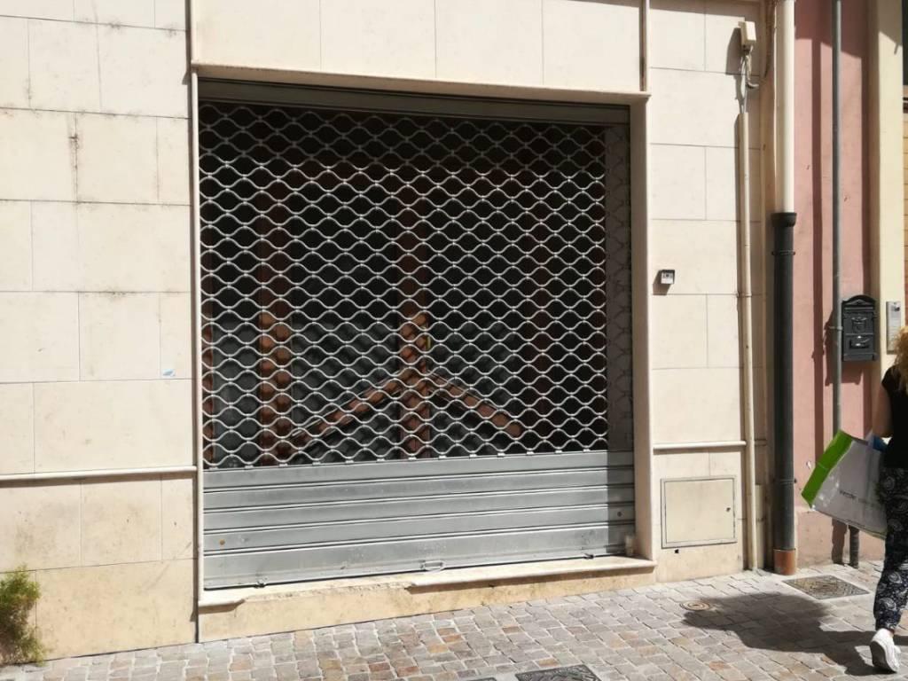 foto  Negozio in Affitto a Cagliari