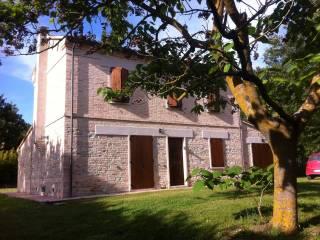 Case in Affitto: Montorio al Vomano Rustico / Casale Strada Provinciale 103, Bargni, Colli al Metauro