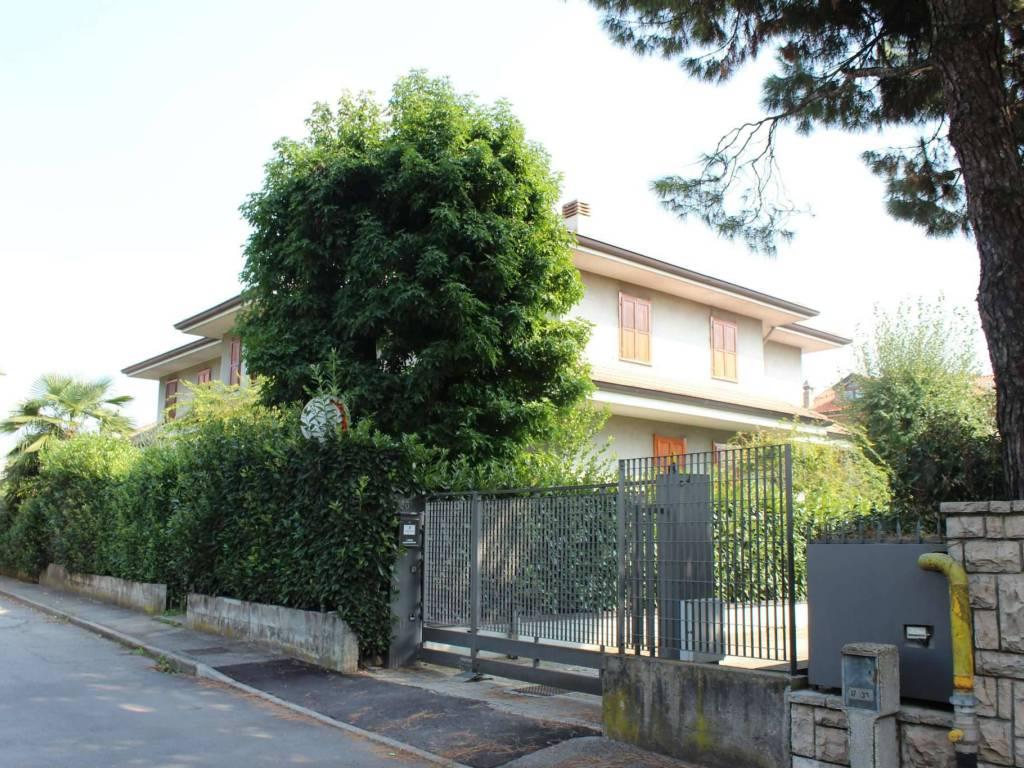foto  Magazzino in Affitto a Seveso