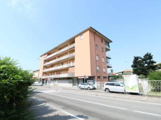 Foto - Trilocale via Vittorio Veneto 12, Bonate Sotto