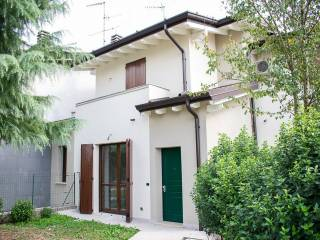 Foto - Villetta a schiera 4 locali, nuova, Gazzuolo