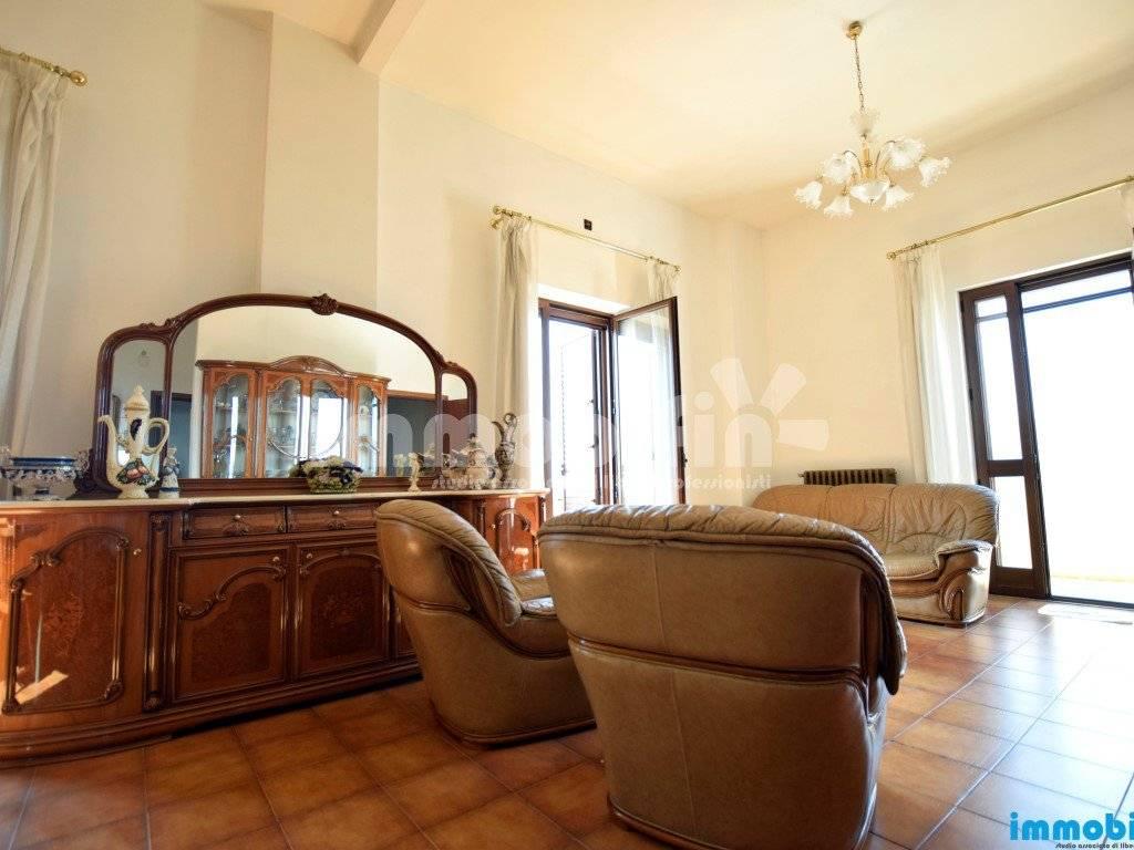 foto soggiorno/sala da pranzo Appartamento buono stato, secondo piano, Oria