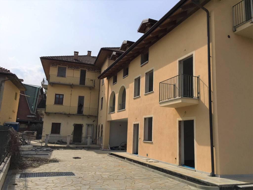 foto Edificio lato cortile 4-room flat via Avigliana 29, Almese