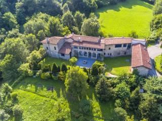 Photo - Dairy farm via San Pietro in vicolo, Borgo di Terzo