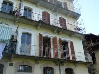 Foto - Casa indipendente via Verazzi, Caprezzo