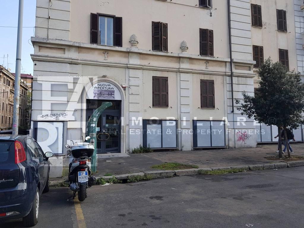 foto Facciata Negozio in Affitto a Roma