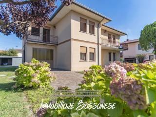 Foto - Villa, da ristrutturare, 345 mq, Nove