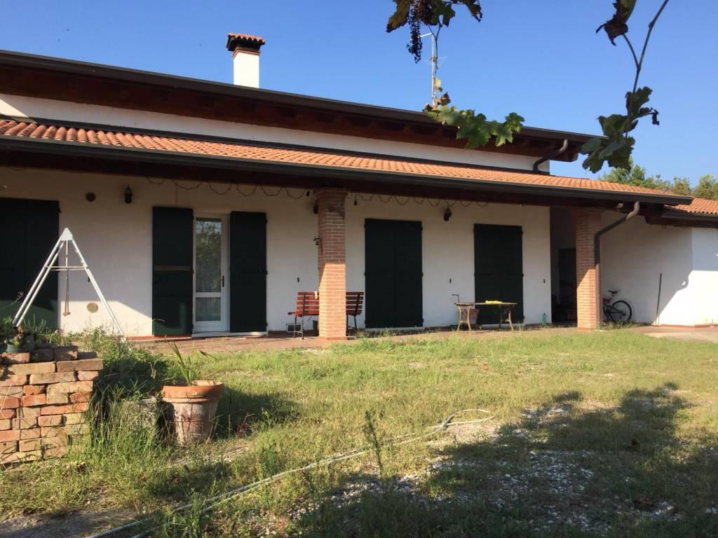 foto  Single family villa corso Arnaldo Fraccaroli 139, Villa Bartolomea