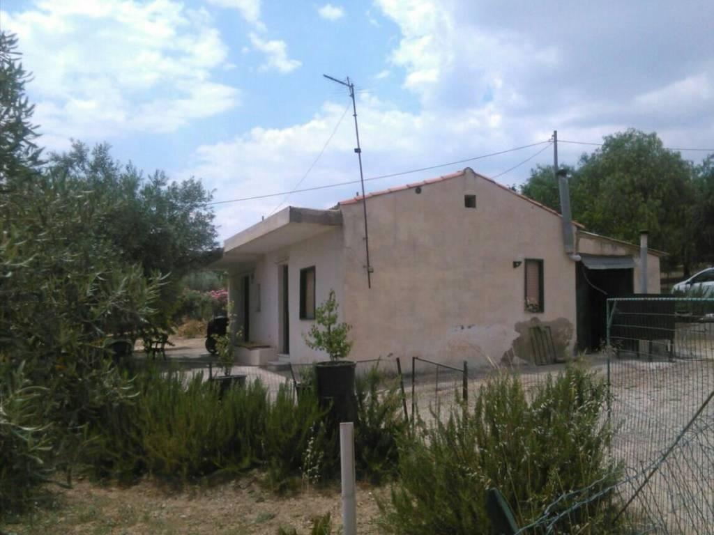 foto  Villa unifamiliare, da ristrutturare, 75 mq, Caltanissetta