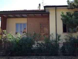 Foto - Villa, da ristrutturare, 200 mq, Roverbella