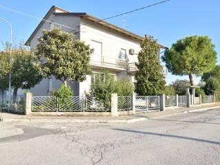 Foto - Palazzo / Stabile via Luciano Laurana 15, Trodica, Morrovalle