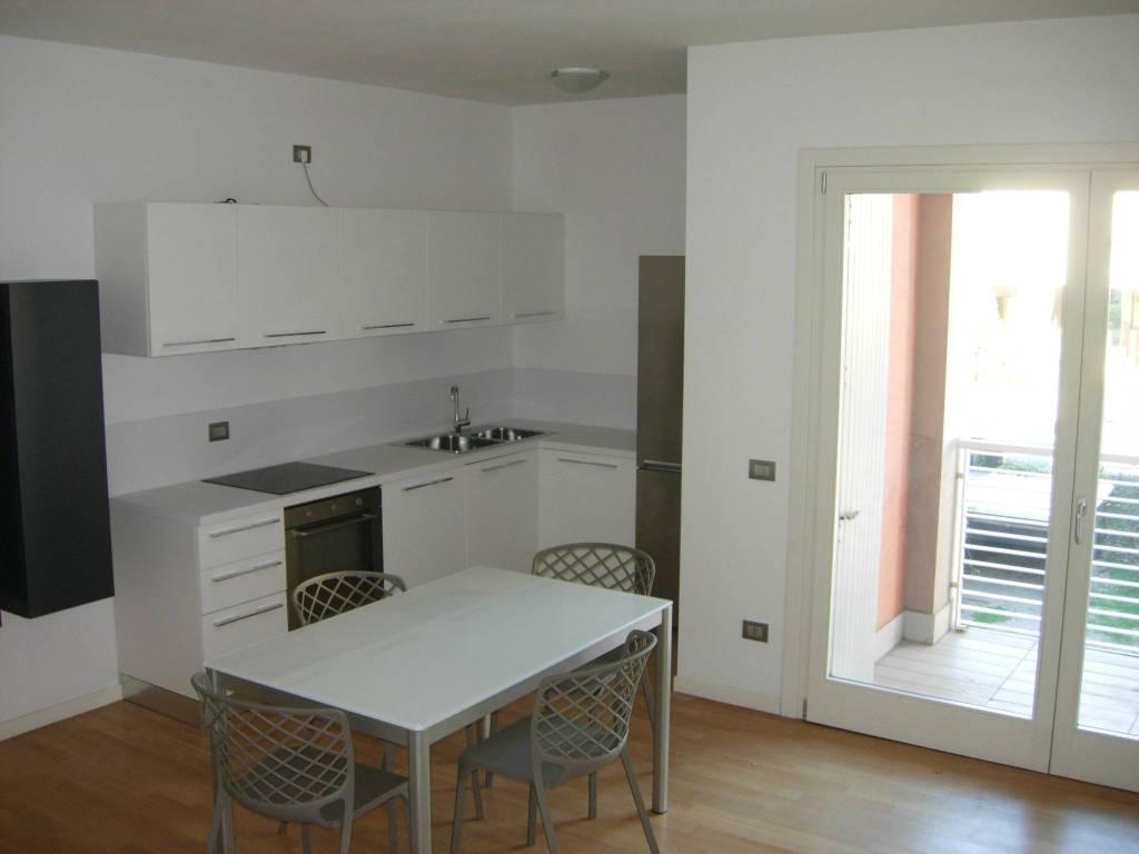 foto soggiorno-cucina 3-room flat viale Pietro Bertolini, Montebelluna