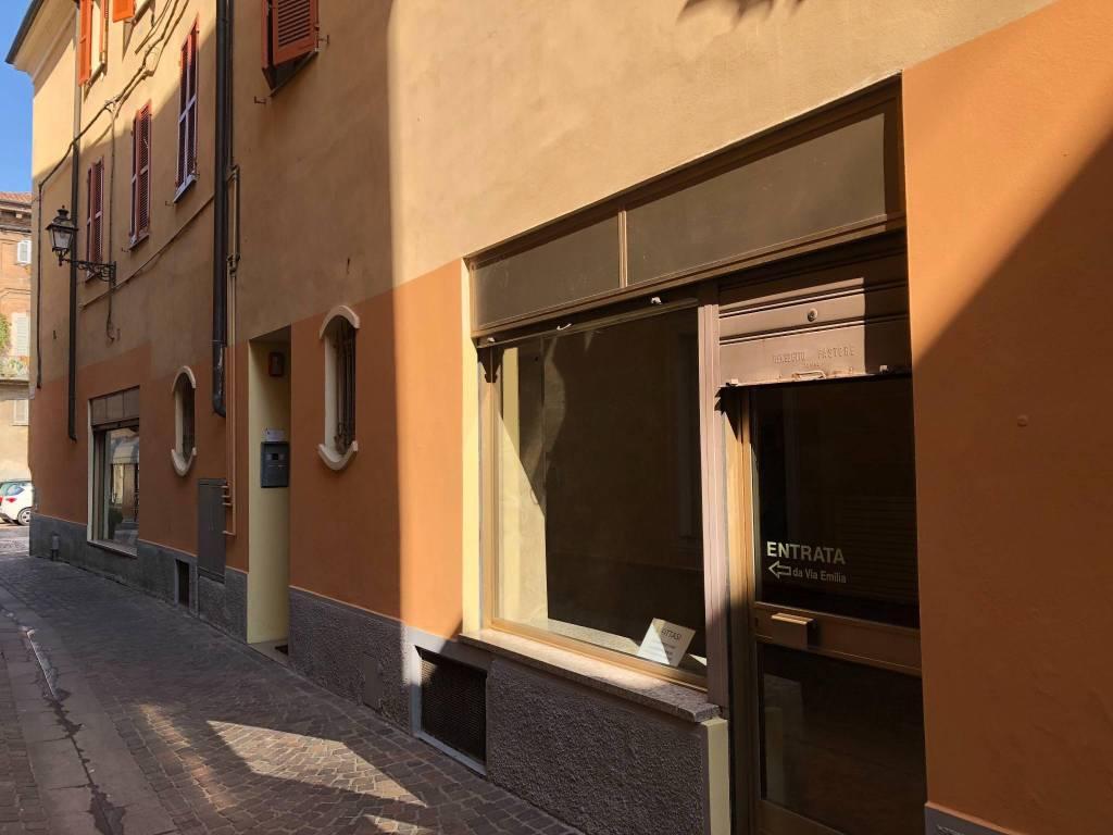 foto  Negozio in Affitto a Tortona