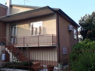 Foto - Casa indipendente 200 mq, da ristrutturare, Roverbella