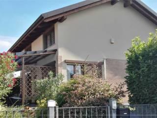 Foto - Appartamento su piu' livelli, Lurano