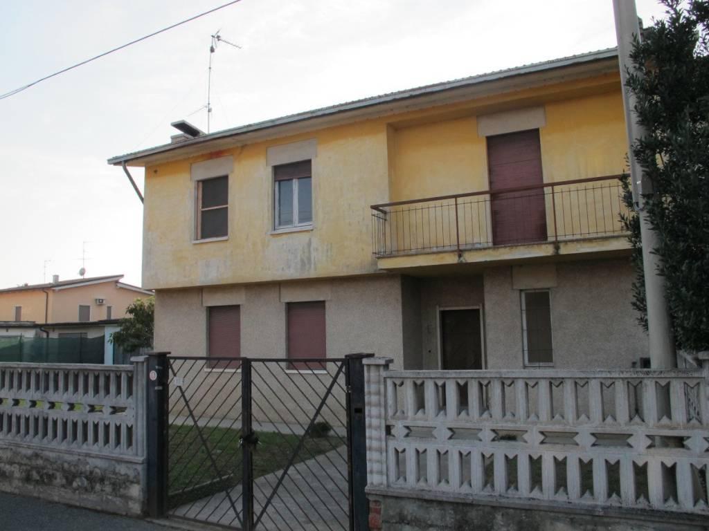 foto  Villa, da ristrutturare, 139 mq, Roccafranca