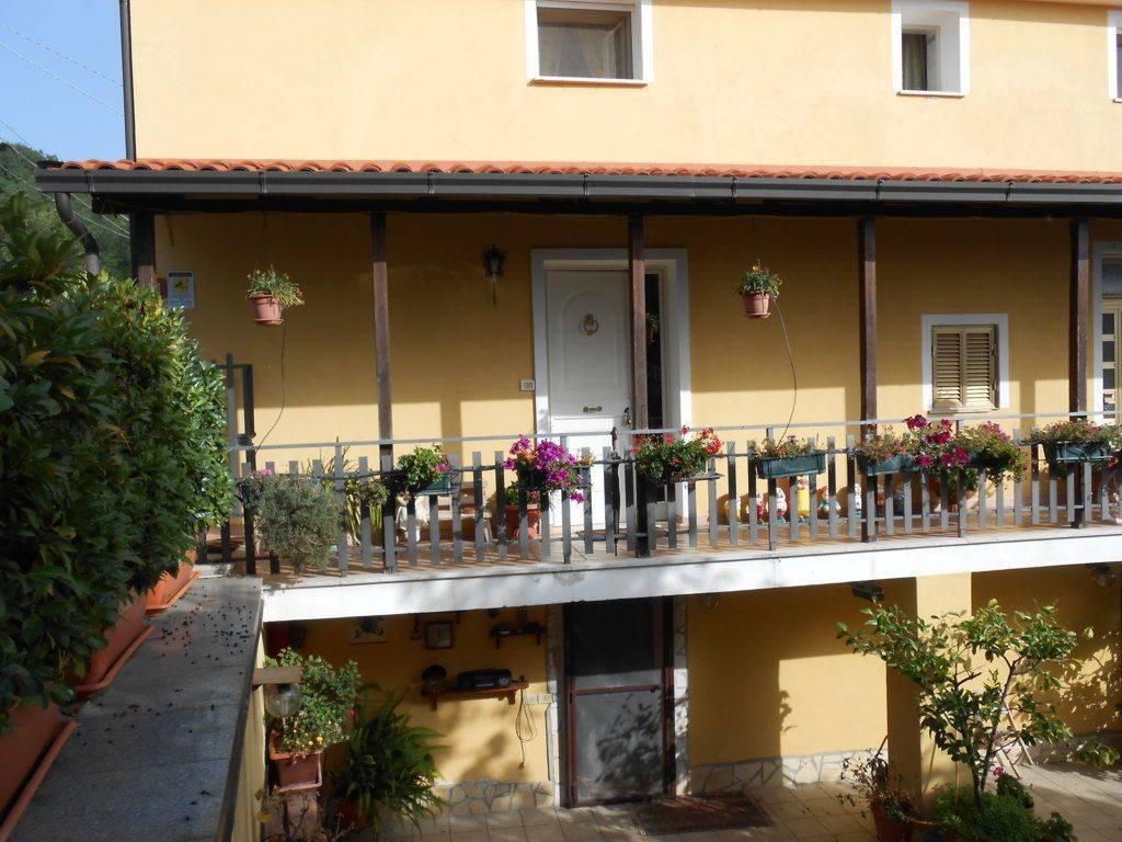 foto  Villa via Timparello, Montalto Uffugo