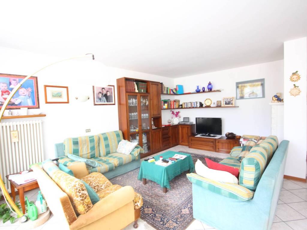 foto LONGARONE_casa_a_schiera Casa indipendente via Alessandro Manzoni 17, Longarone