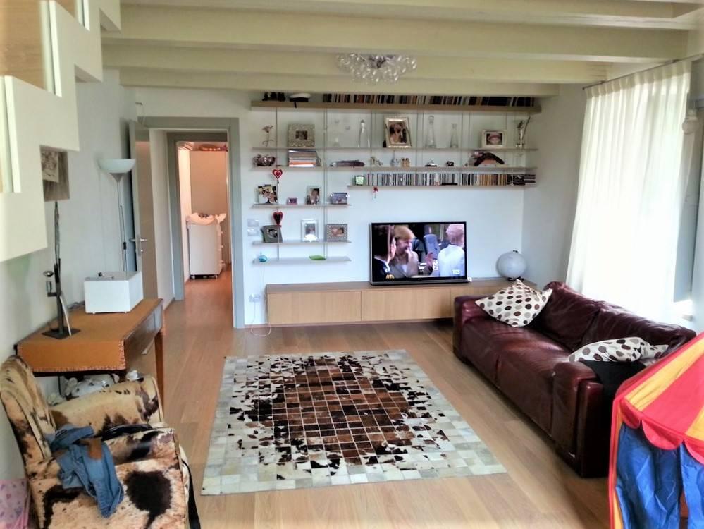 foto sala Appartamento ottimo stato, piano terra, Ancona