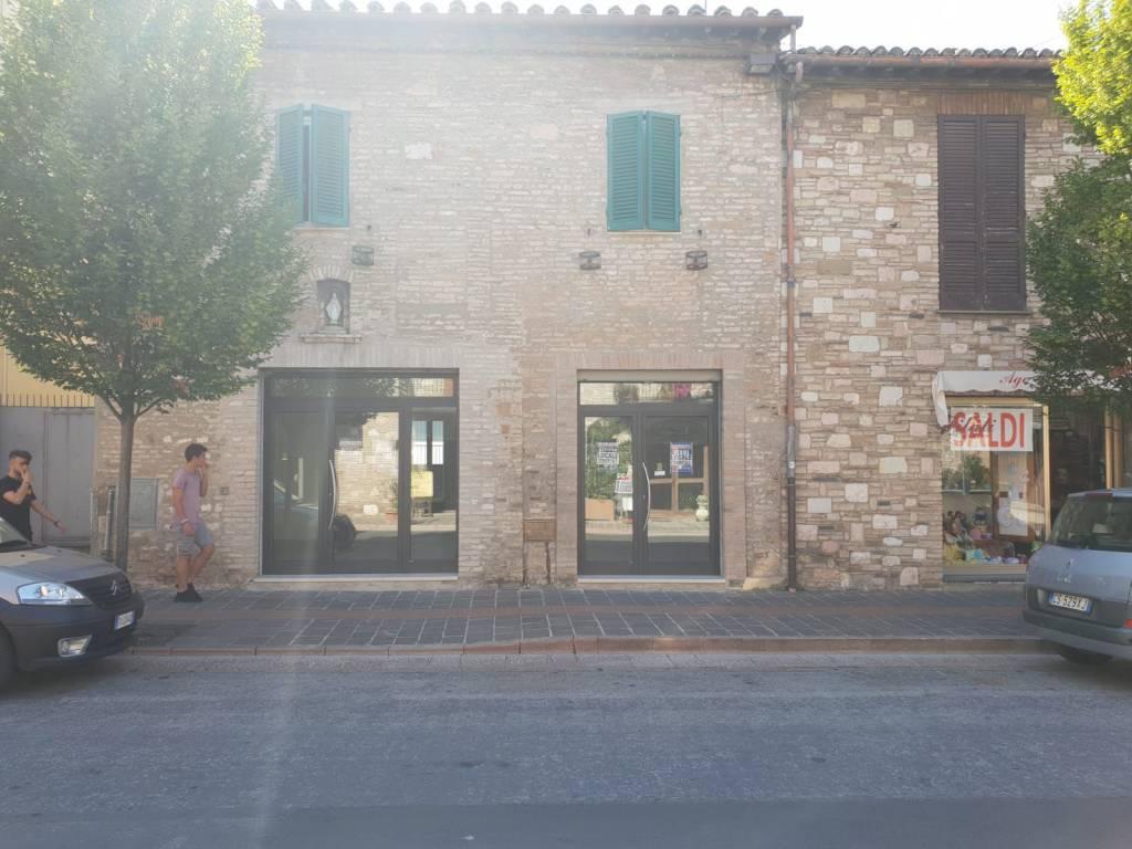foto Esterno 1 Negozio in Vendita a Assisi