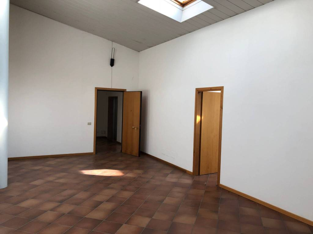 foto vista interna Office for Sale