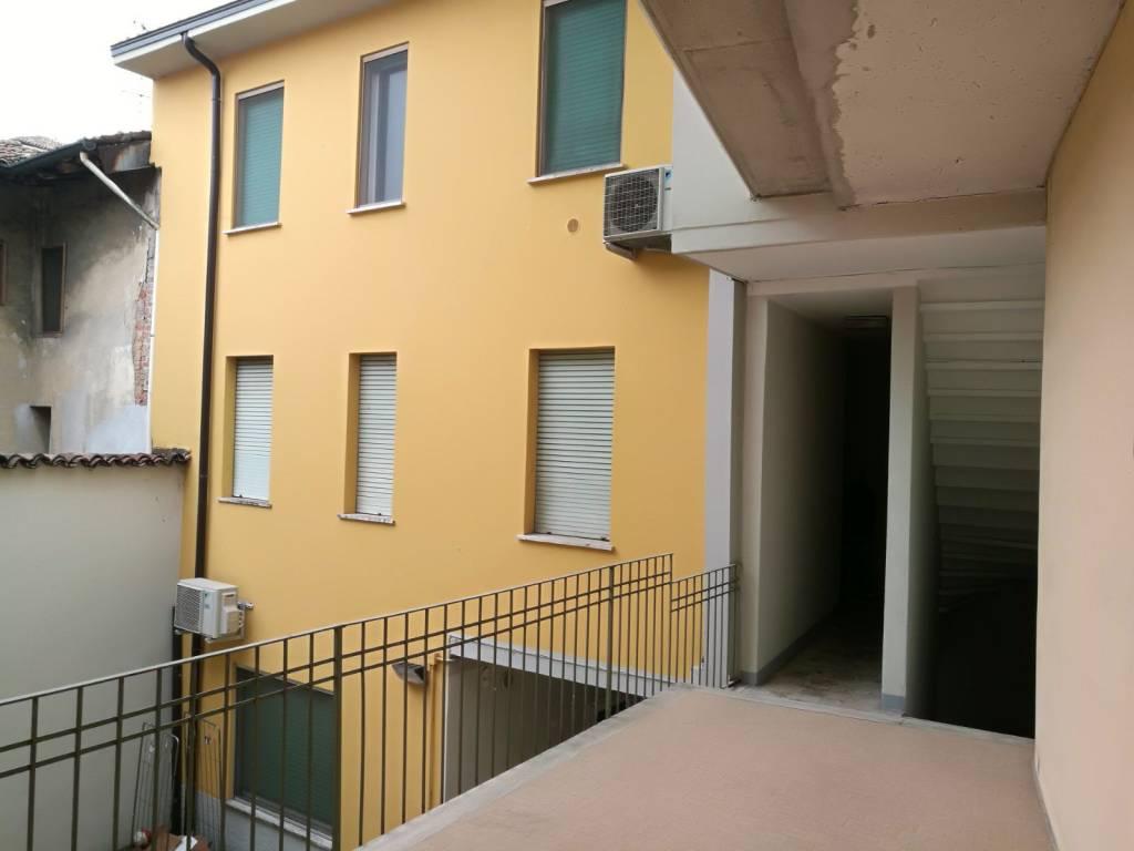 foto esterno Quadrilocale piazza Santi Fermo e Rustico, Caravaggio