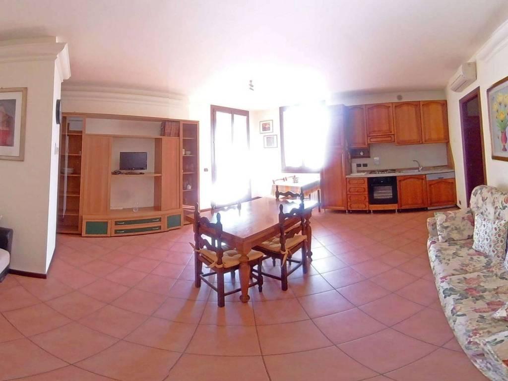 foto Vista ingresso 2-room flat viale della Repubblica 7-b, Castelnovo di Sotto