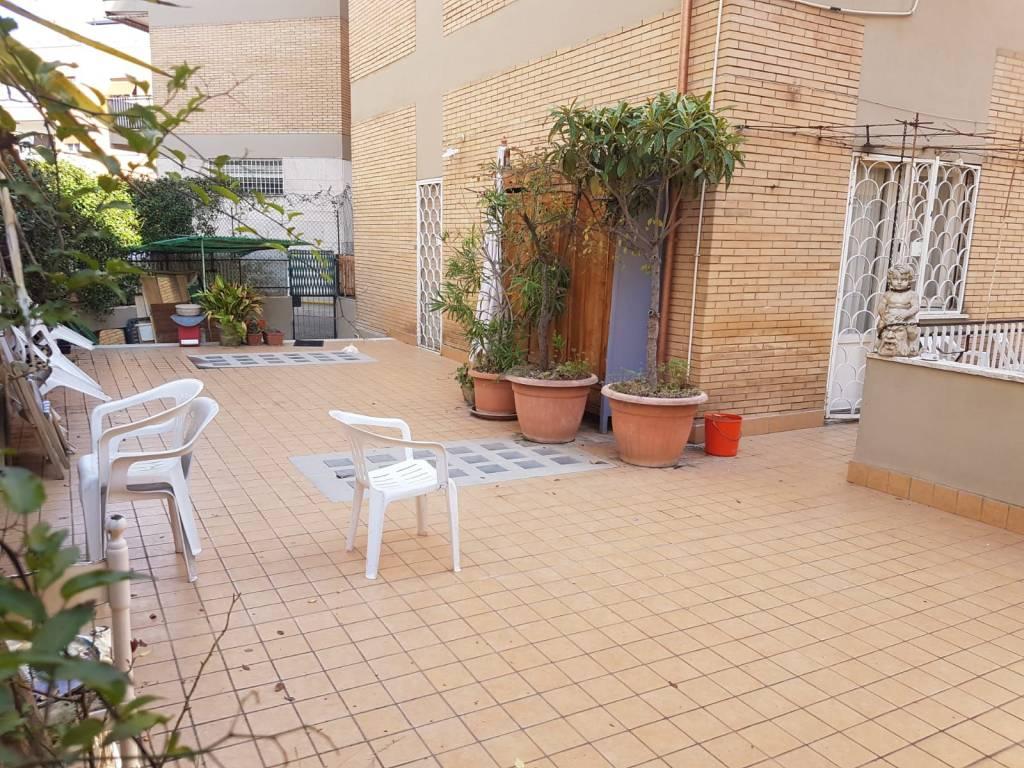 foto terrazzo Quadrilocale via Luigi Rolando, Roma