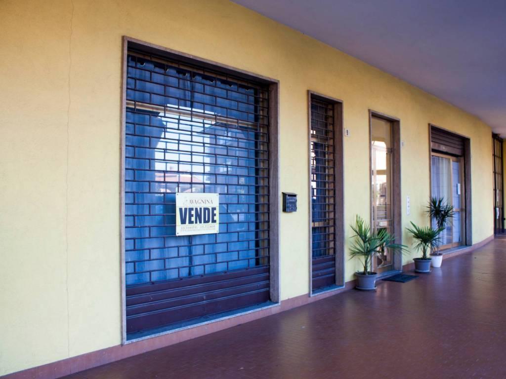 foto Portici Store for Sale